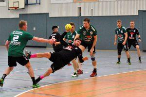 Lars Grießbach setzt sich am Kreis durch und erzielte drei Treffer. Foto: Eric Rosenkranz
