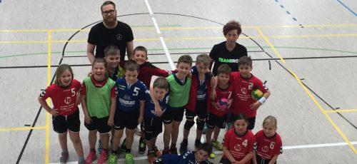 Die F-Jugend am Spieltag in der Halle.